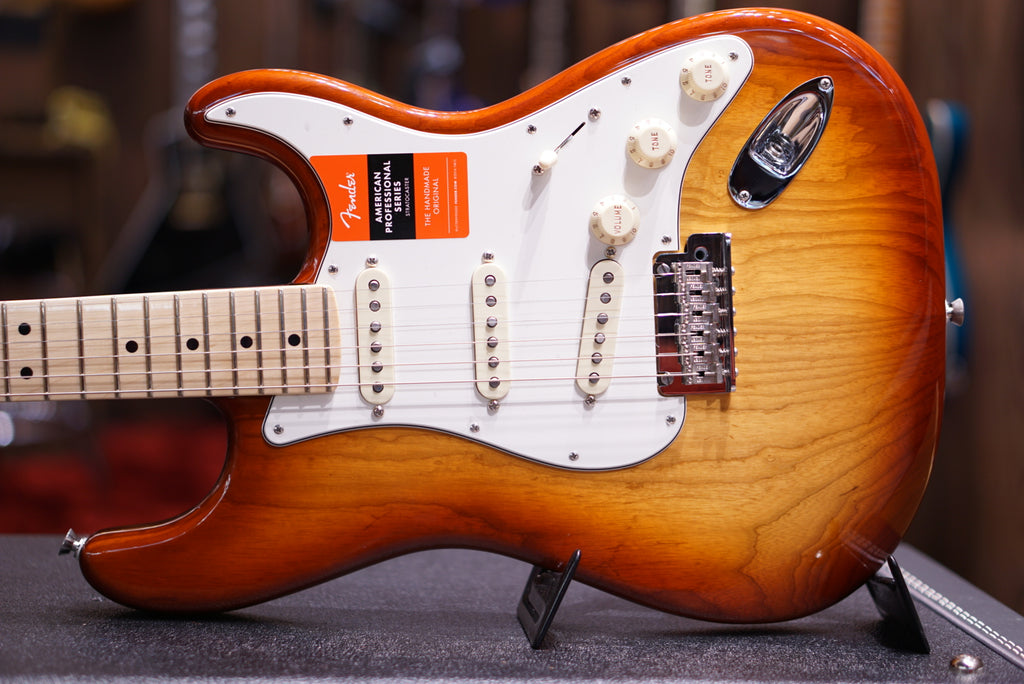 Fender American Professional Stratocaster - Sienna Sunburst with Maple Fingerboard