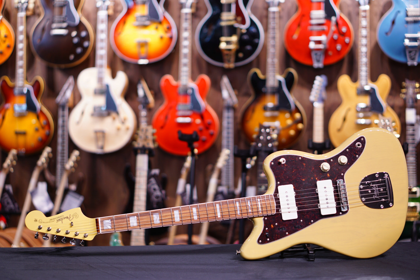 Fender 60th anniversary jazzmaster in natural