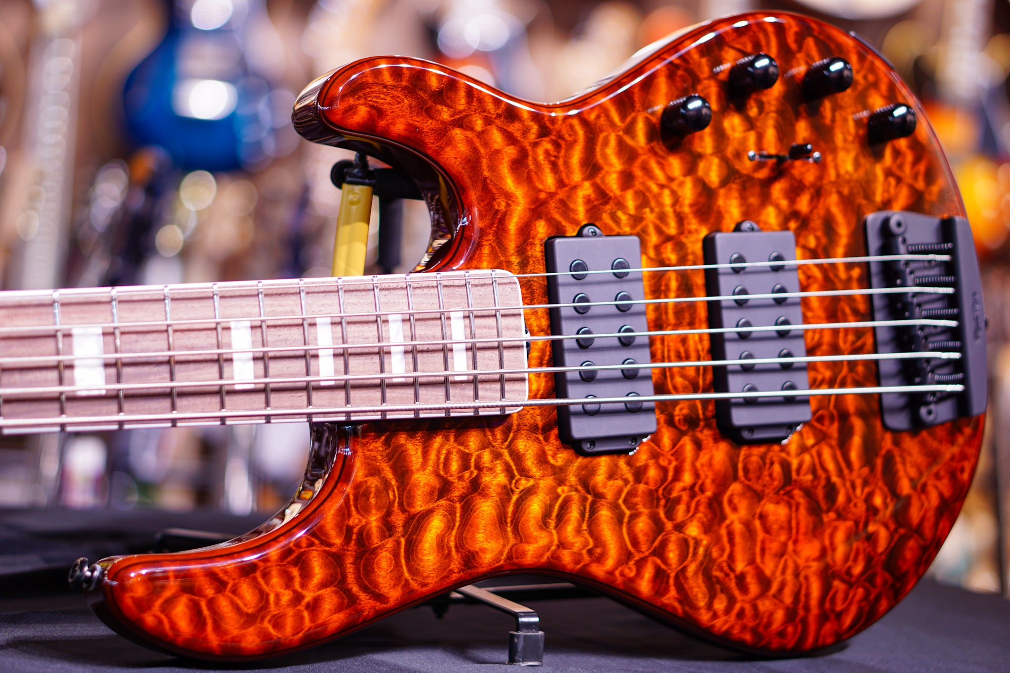 Ernie Ball Music Man BFR StingRay 5 - Giants Orange Quilt F85378 Musicman - HIENDGUITAR.COM