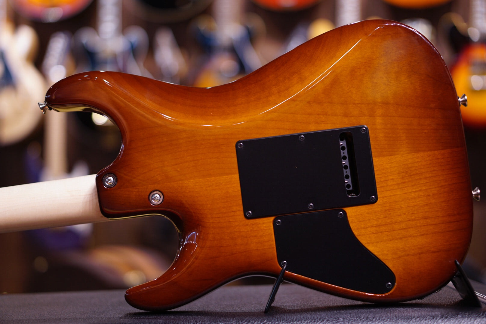 Anderson drop top light tiger eye with binding HIENDGUITAR.COM - HIENDGUITAR.COM