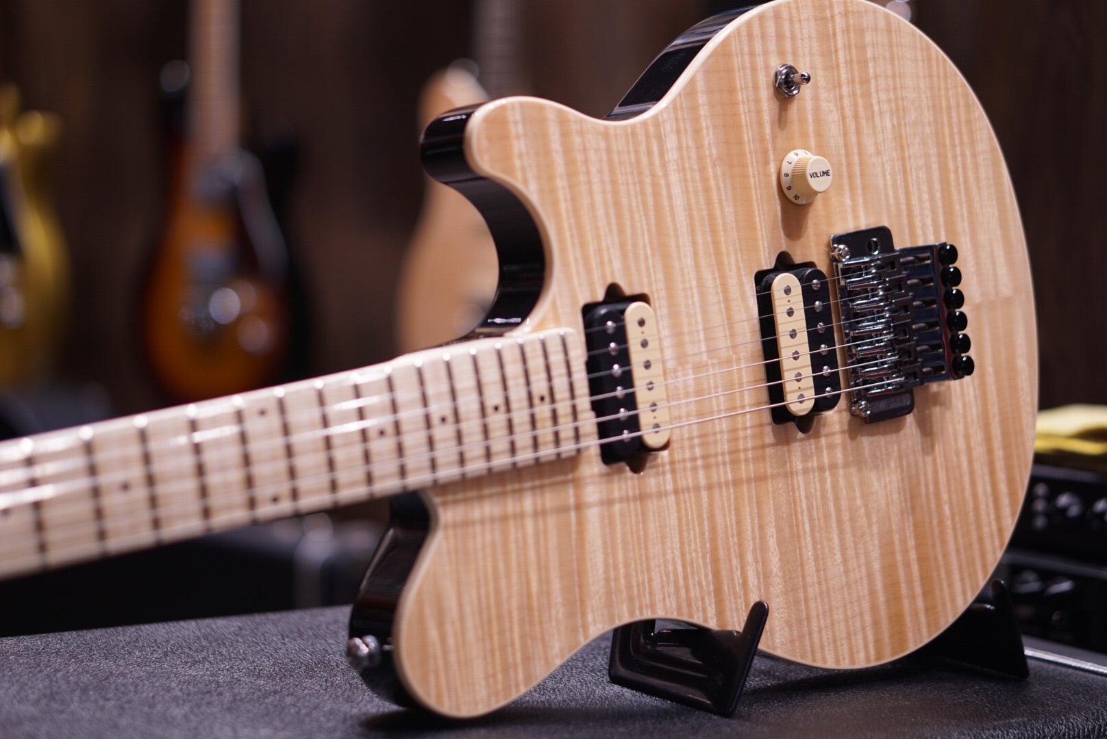 Musicman Axis Natural flame