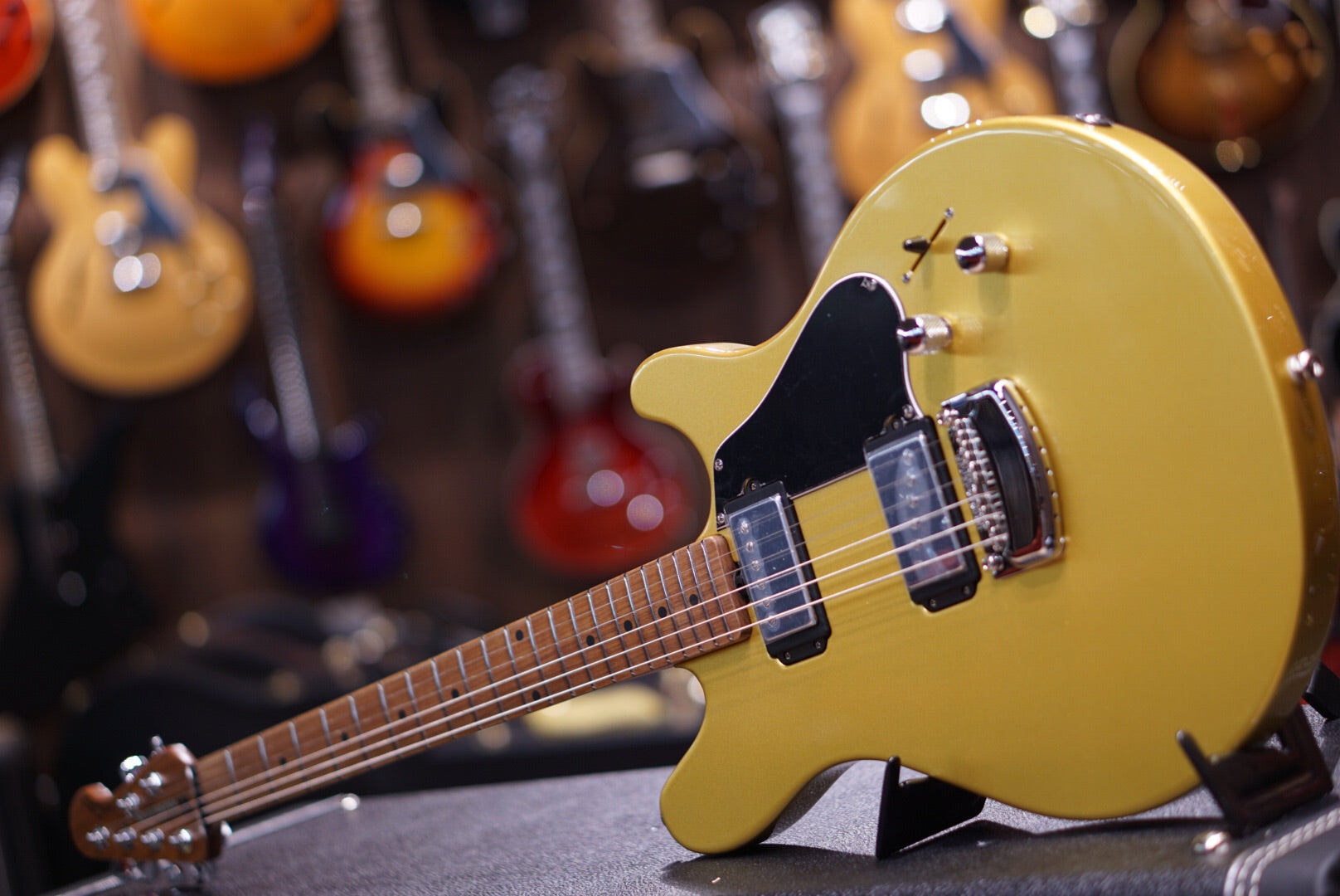 Music Man James Valentine Saturn Gold Musicman - HIENDGUITAR.COM
