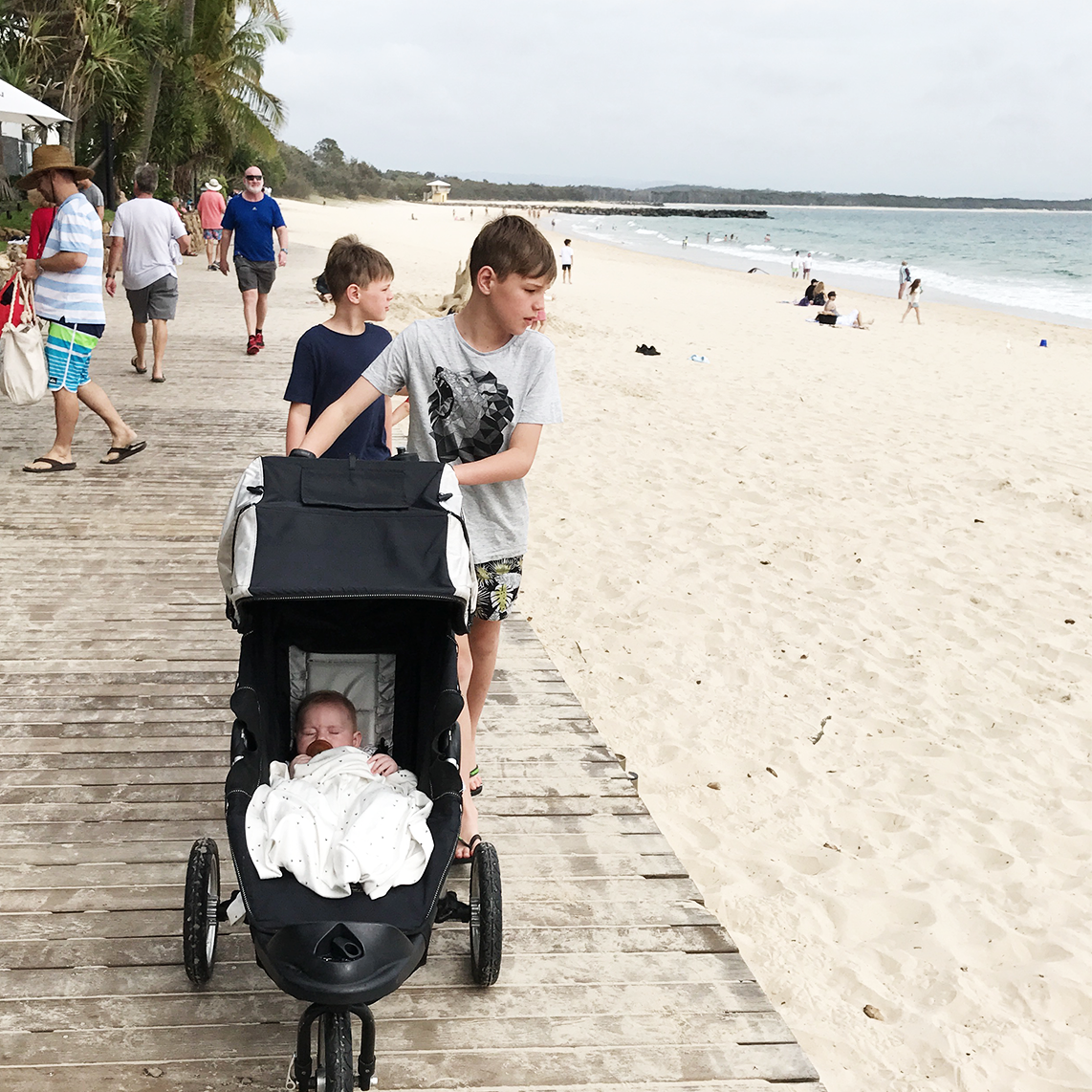 TRAVELLING WITH KIDS - NOOSA STYLE