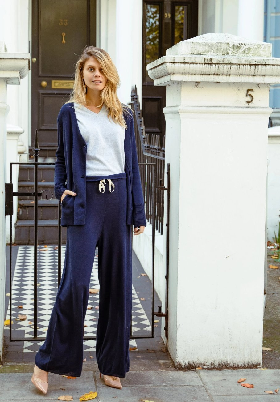 Women navy knit pant