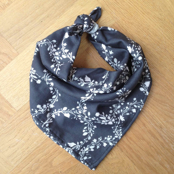The Draper's Daughter Neckerchief Scarf Tutorial in Nani Iro Joy Flower