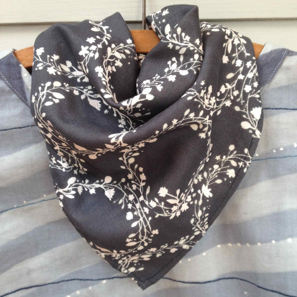 The Draper's Daughter Neckerchief Scarf Tutorial