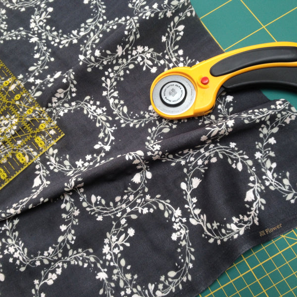 The Draper's Daughter Neckerchief Tutorial in Nani Iro Joy Flower