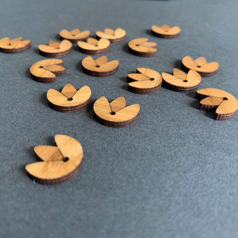 Arrow Mountain Tulip Bamboo Buttons
