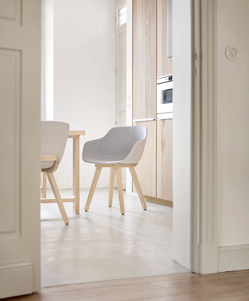 The first bioplastic chair _ The Fine Store