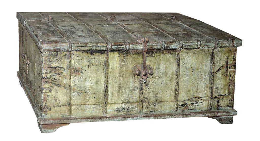 Palace life: Old Indian chest // Palace life: Ancien Coffret Indien