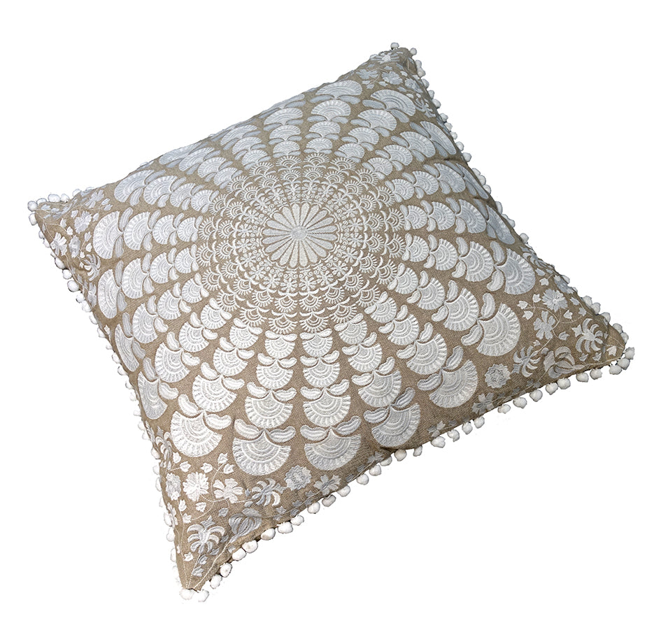 Mandala collection: Small square cushion//Mandala collection: petit coussin carré