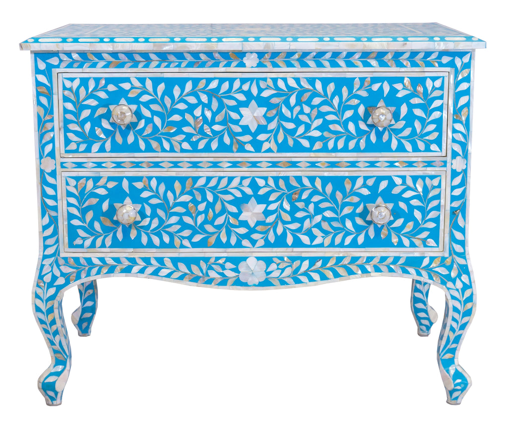 Turquoise mother of pearl chest//Coffre en nacre turquoise