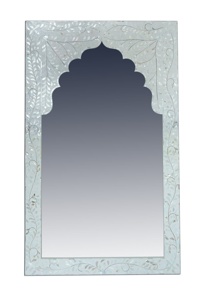 [[Mother of pearl frame with arch///Cadre en forme d'arche en nacre]]