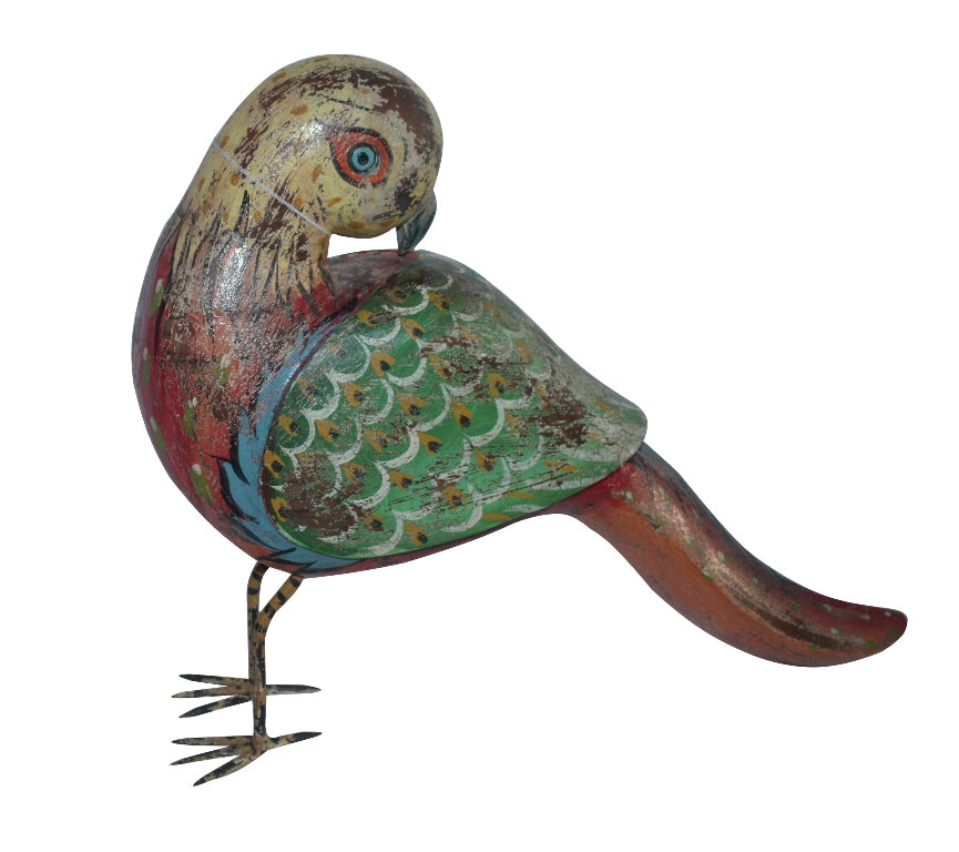 [[Colorful wooden parrot sculpture///Sculpture colorée de perroquet en bois]]