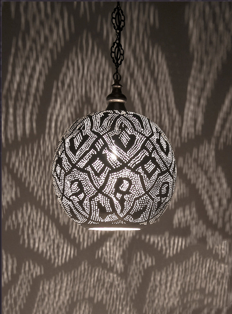 [[Hand forged metal hanging light, 40 cm///Lampe à suspendre en métal forgé à la main, 40 cm]]