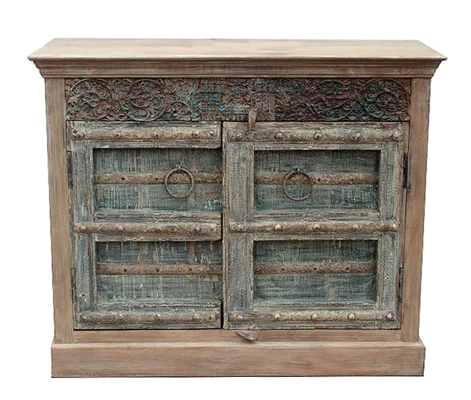 [[Pastel turquoise cabinet with old decorative doors///Cabinet turquoise pastel avec vieilles portes décoratives]]