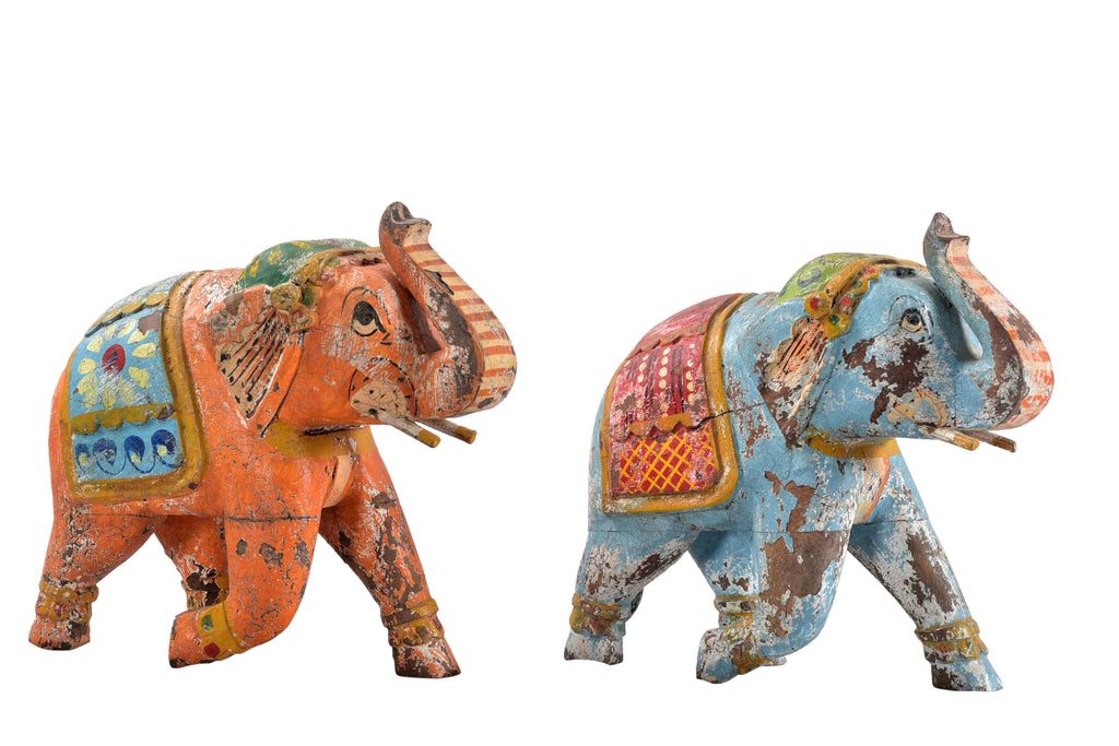 Colorful hand painted wooden elephant// Éléphant coloré en bois peint à la main