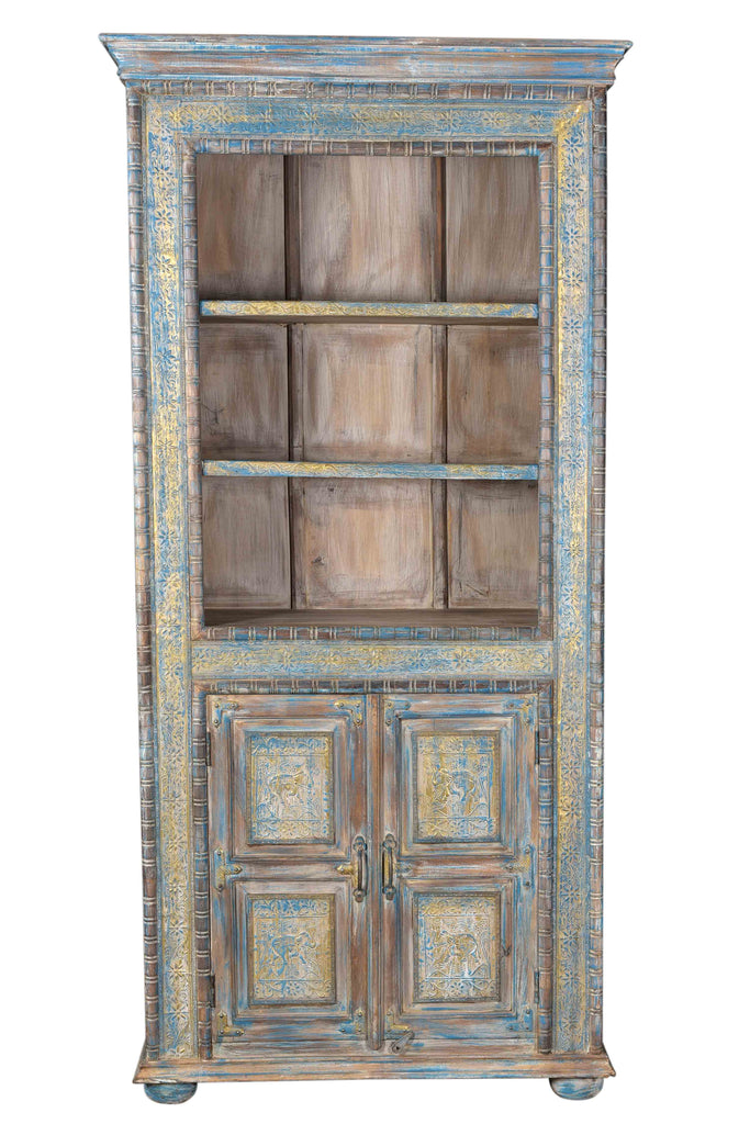 Pastel blue cabinet with brass decoration//Cabinet bleu pastel avec décor en laiton