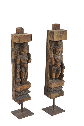 Antique Sculpture on Stand//Statues de sculptures anciennes
