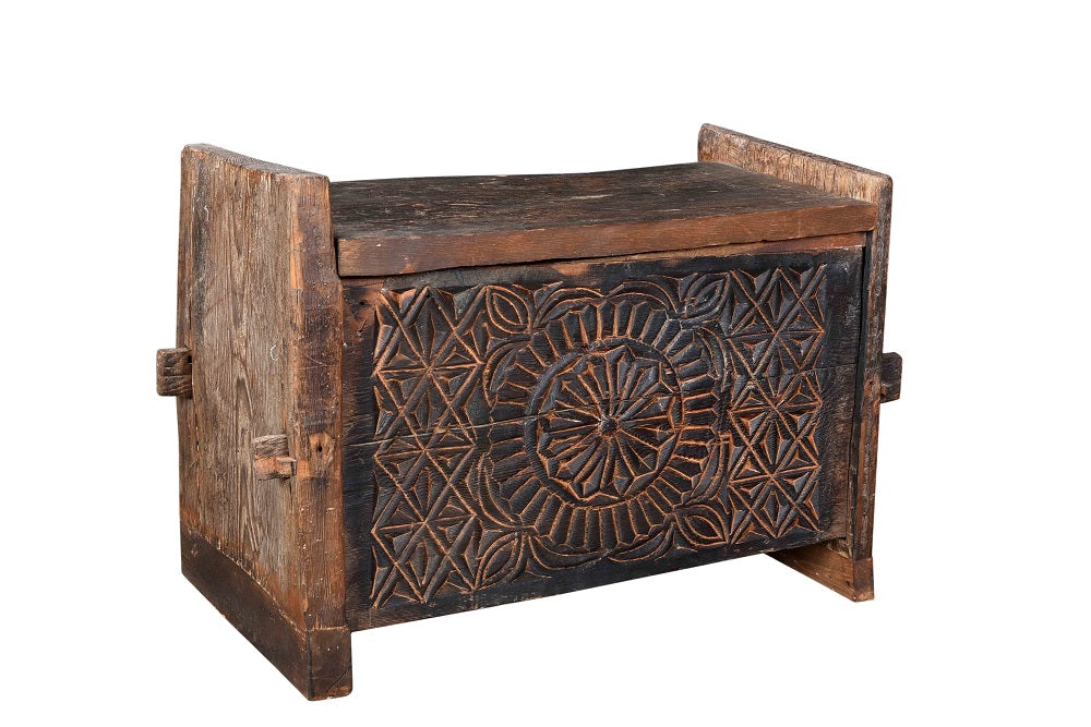 Old teak chest//Coffre en teck ancien