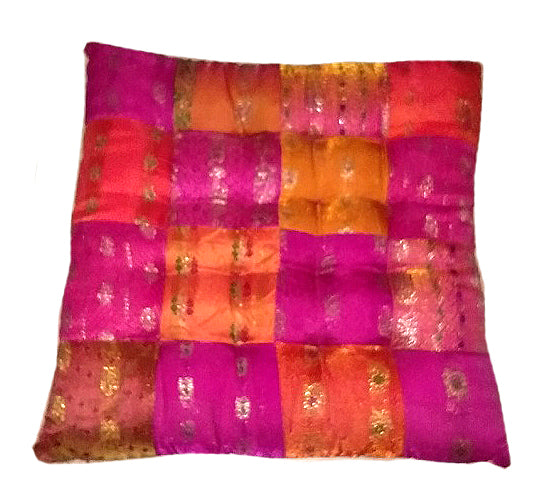 Oriental silk: Small square floor cushion//Oriental silk: petit coussin de sol carré