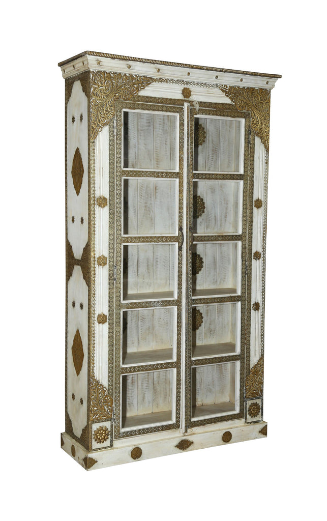 [[Whitewashed glass cabinet with brass decoration///Armoire en verre blanchie à la chaux avec décoration en laiton]]
