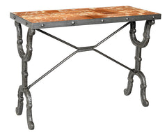 Industrial side table with decorative iron legs//Table d'appoint industrielle avec pattes en fer