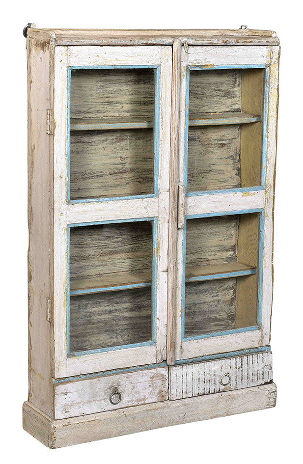 Wonders of the past: Antique white display cabinet//Merveilles du passé: Armoire blanche antique