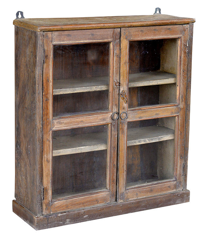 Wonders of the past: Rustic brown display cabinet//Merveilles du passé: Armoire rustique brune