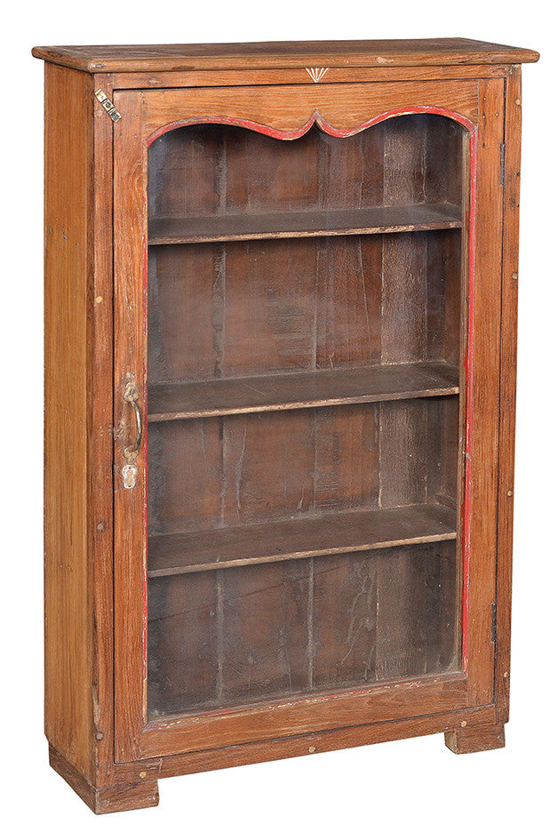 Wonders of the past: Old teak display cabinet//Merveilles du passé: Armoire en bois de teck ancien