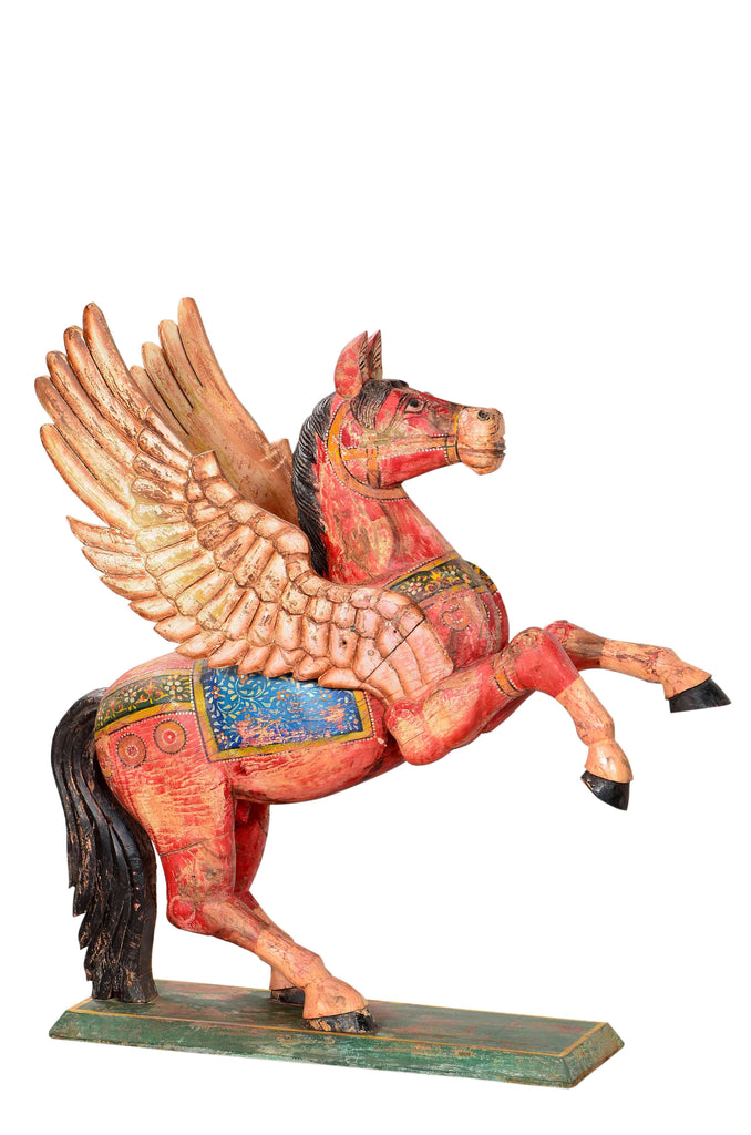 Colorful Pegasus sculpture//Sculpture colorée de Pégase