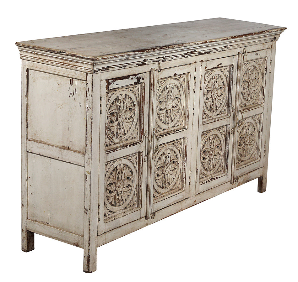 [[Whitewashed sideboard with detailed carving///Buffet blanchi à la chaux avec des sculptures détaillées]]