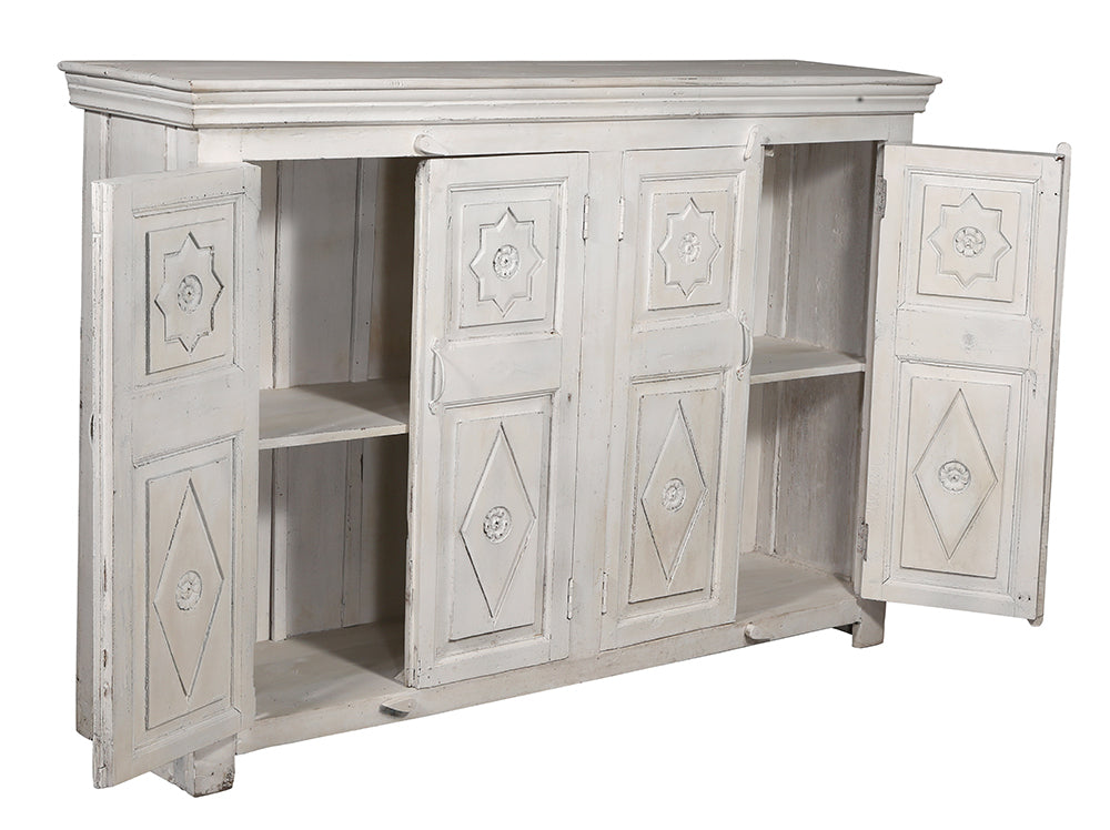 [[Whitewashed sideboard with hand carved doors///Buffet blanchi à la chaux avec portes sculptées à la main]]