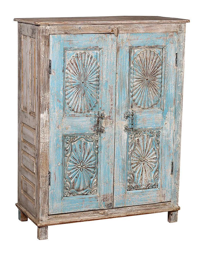 [[Vintage turquoise cabinet with an old door///Vieux cabinet turquoise avec une vieille porte]]