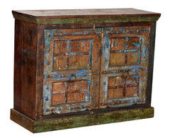 Cabinet with old doors//Armoires à portes anciennes