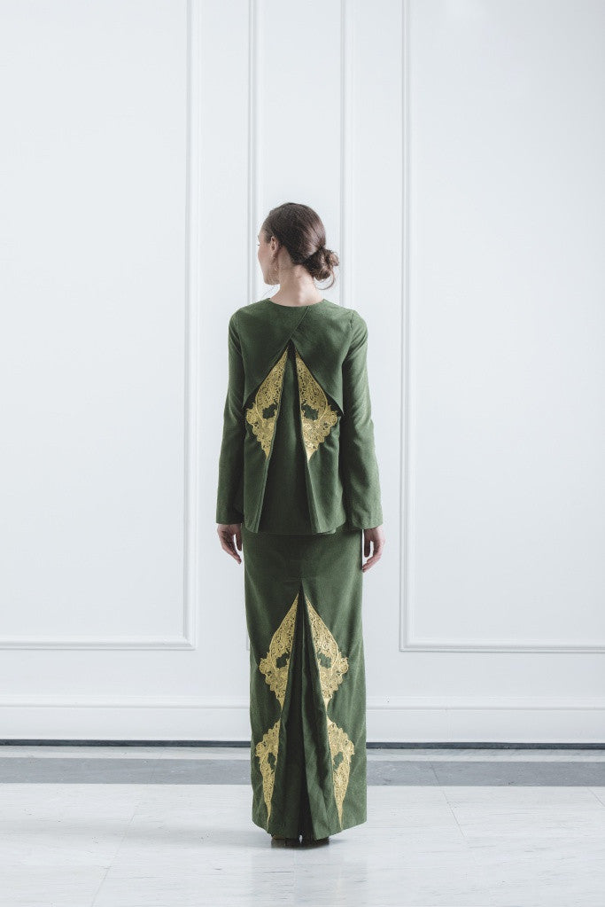 CHE' KU Top with Gold-embroidered Cross-layer Back in Green