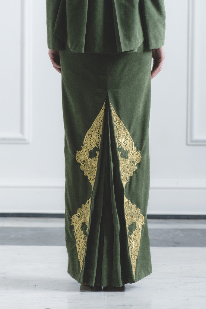 CHE' KU Pencil Skirt with Gold-embroidery Fan-pleat at back in Green