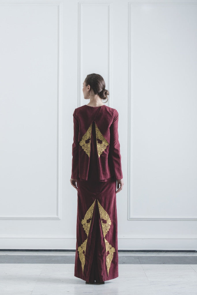 CHE' KU Top with Gold-embroidered Cross-layer Back in Maroon