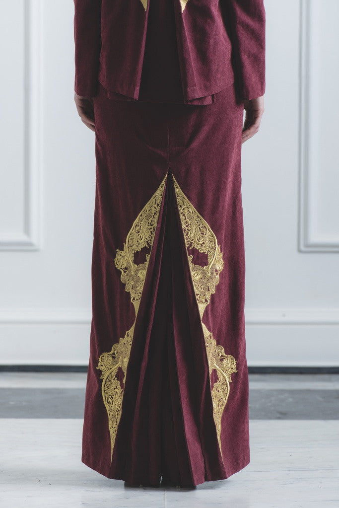 CHE' KU Pencil Skirt with Gold-embroidery Fan-pleat at back in Maroon