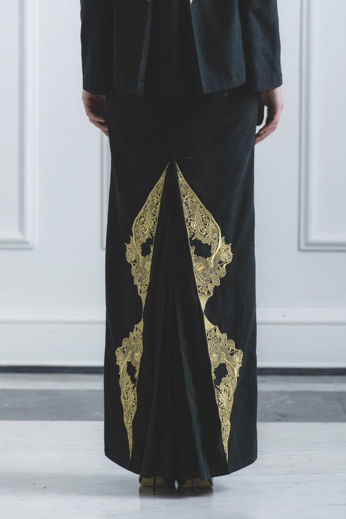 CHE' KU Pencil Skirt with Gold-embroidery Fan-pleat at back in Black
