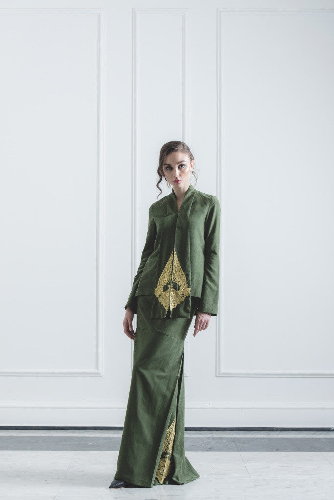 CHE' MAS Kebaya-cut Top with attached Gold-embroidery Sash in Green