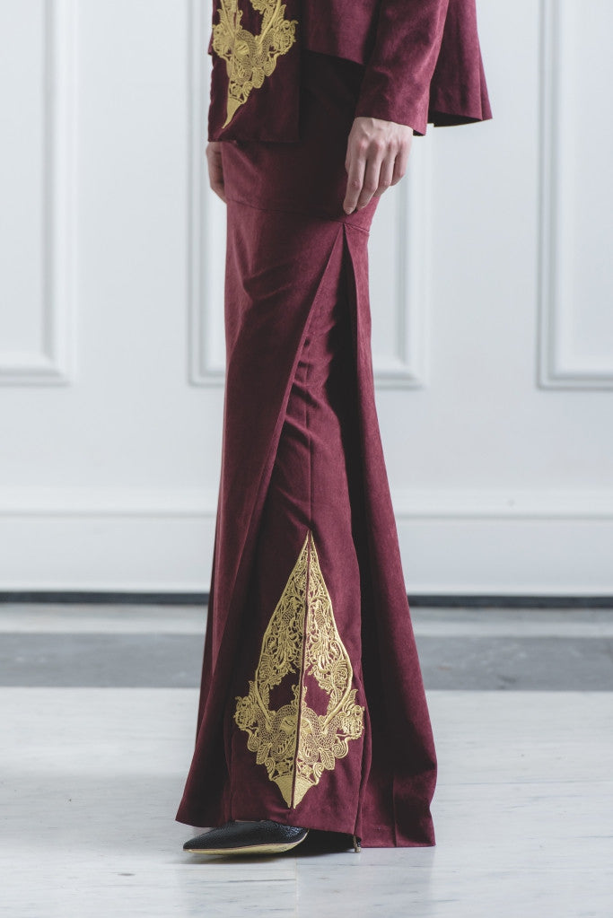 CHE' MAS Mermaid Skirt with Gold-embroidery at side-pleat in Maroon