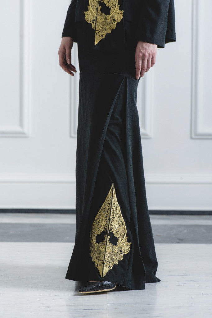 CHE' MAS Mermaid Skirt with Gold-embroidery at side-pleat in Black