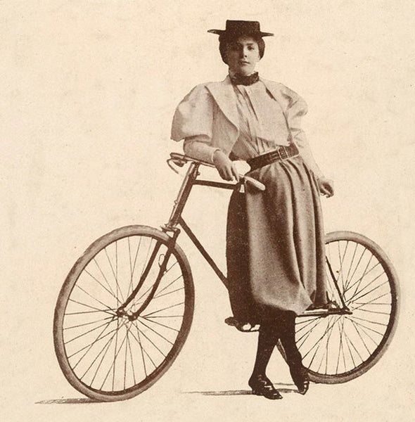 women-cyclists-annie-londonderry