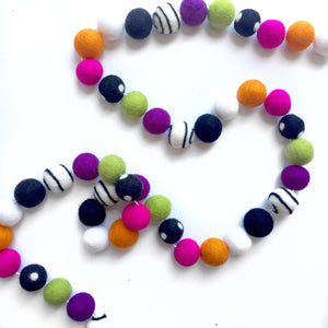 HALLOWEEN: Boo to You Felt Ball Garland