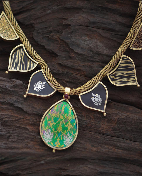 Obovate Leaf Necklace (Adjustable)