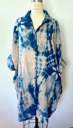 This is an organic cotton Smock Top for women by Modern Shibori. It's hand dyed with botanical dyes using madder and indigo plus shibori techniques.