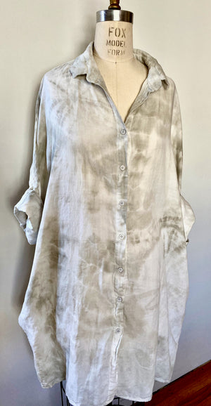 This is an organic cotton Smock Top for women by Modern Shibori. It's sustainably hand dyed with botanical dyes using rosemary and shibori techniques.