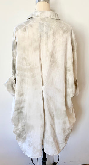 This is the back view of an organic cotton Smock Top for women by Modern Shibori. It's hand dyed with botanical dyes in rosemary grey using sustainable shibori techniques. There's a back pleat with sashiko stitching.
