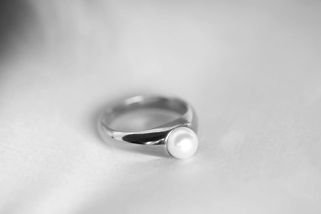 freshwater pearl signet ring